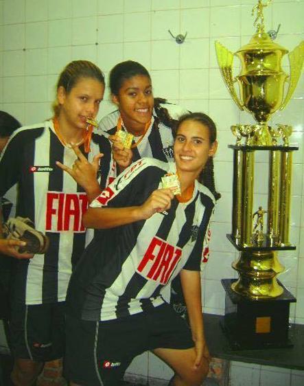 Kamila Chaves, Eize e Nathália comemorando o título do Camp Mineiro